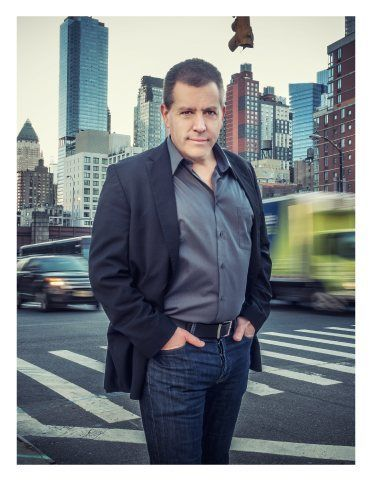 image of Peter Shankman digital keynote speaker on NY street